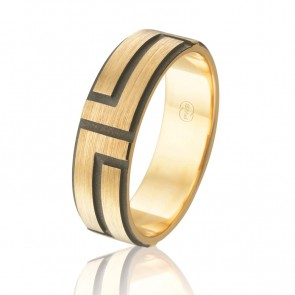 18k Engraved Wedding Band