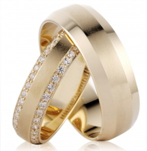 18kt Gold Mens Faceted Wedding Band