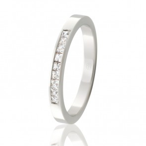 18k Diamond Set Wedding Ring - 0.27ct Total Diamond Weight